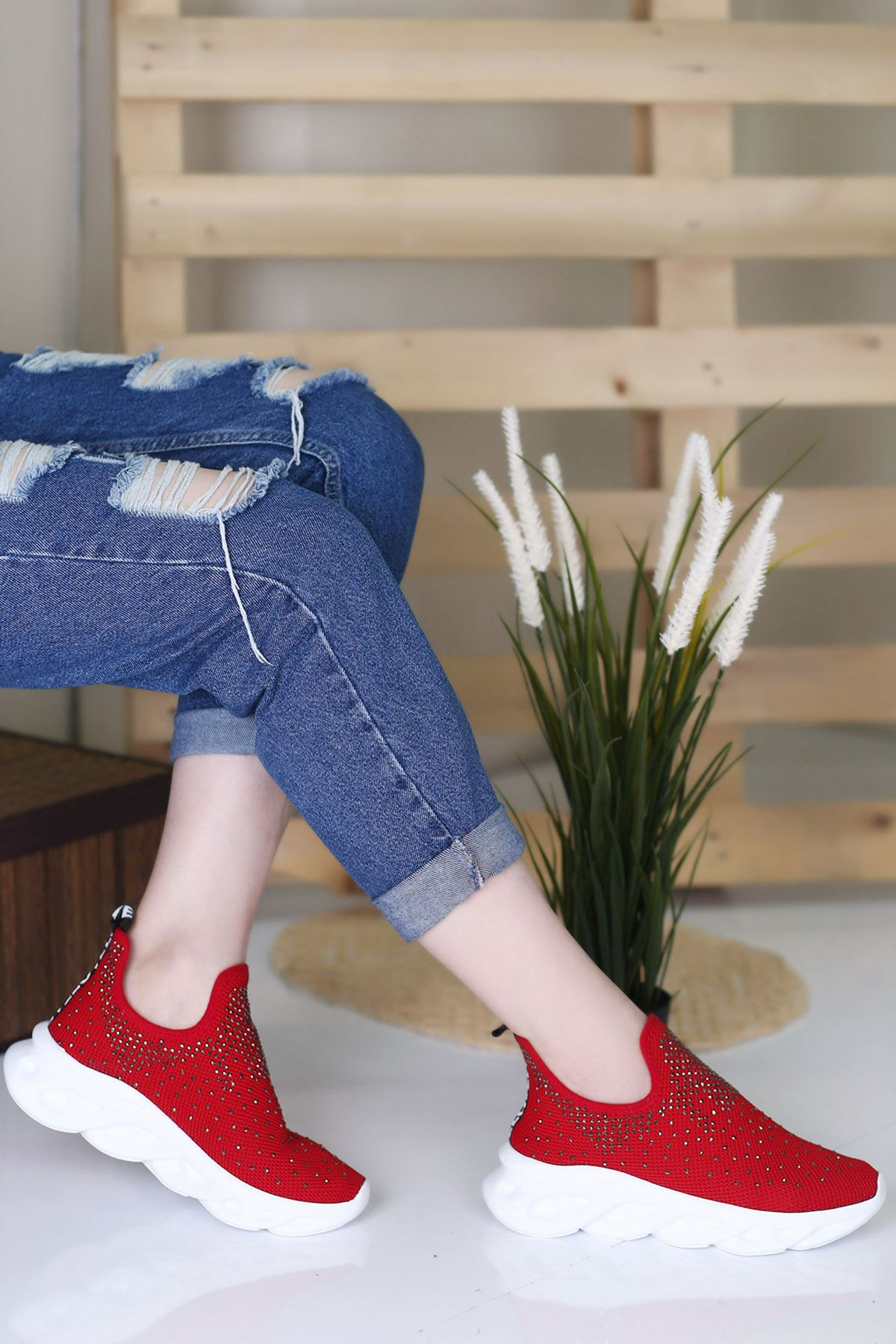 Saare Kırmızı Ortapedik Bayan Spor Ayakkabı
