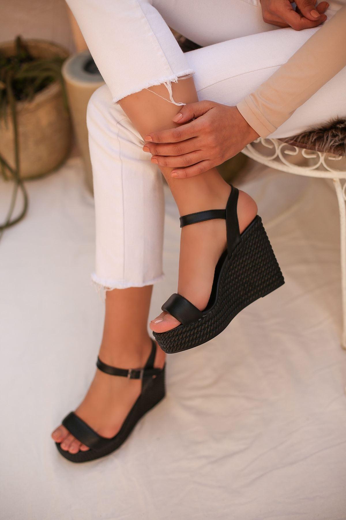 Puşper Siyah Platform Kadın Sandalet