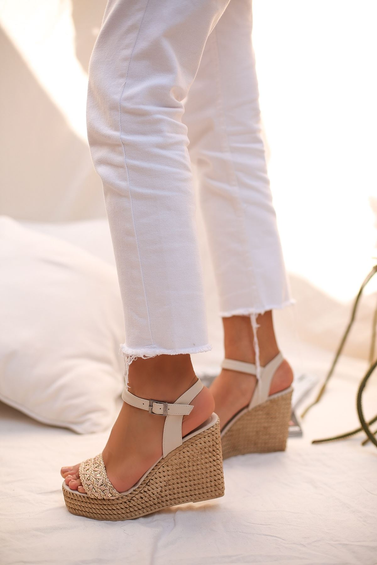 Aluce Krem Taşlı  Platform Kadın Sandalet