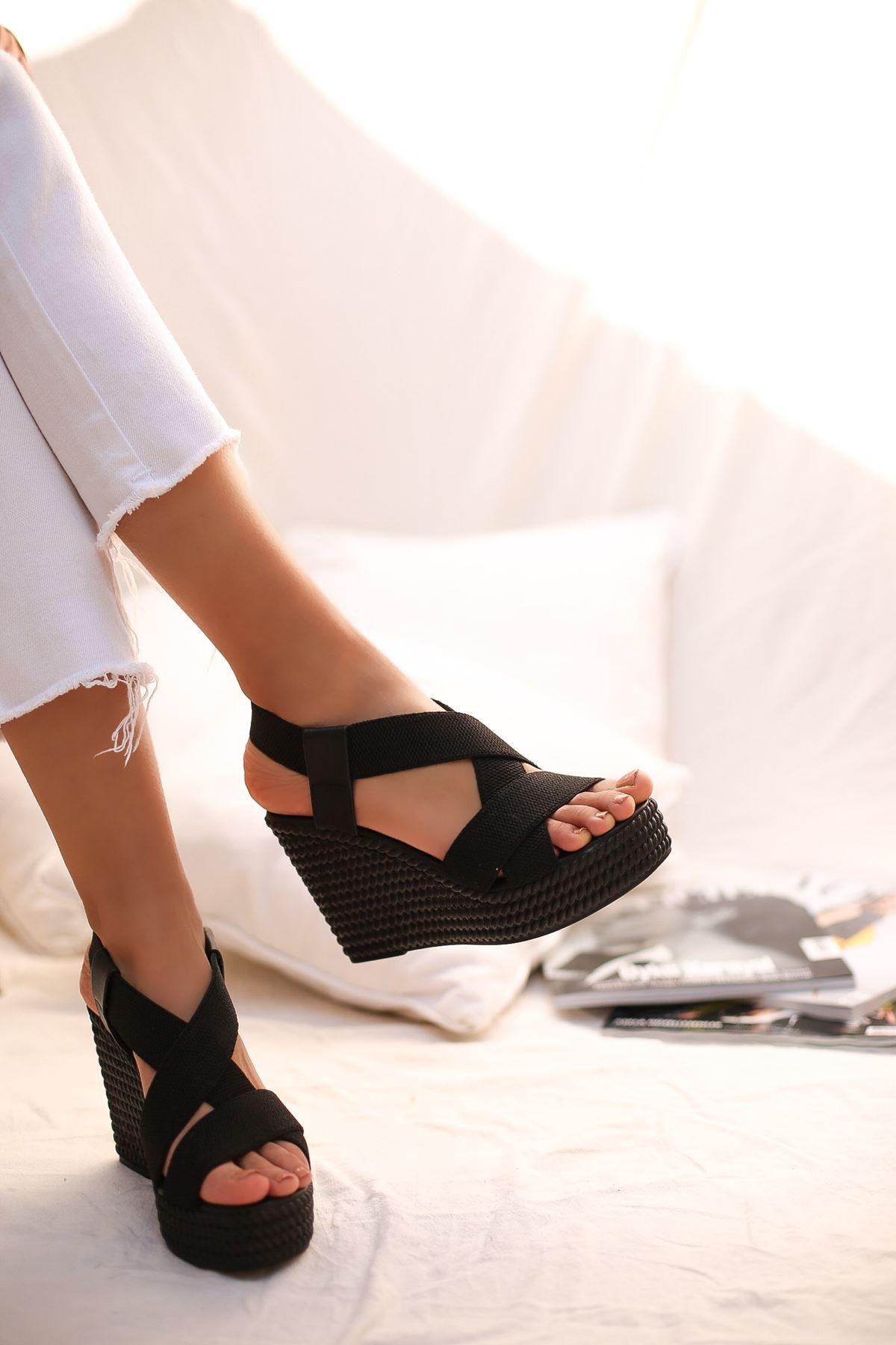 Gulan Siyah Çapraz Şerit Bayan Sandalet