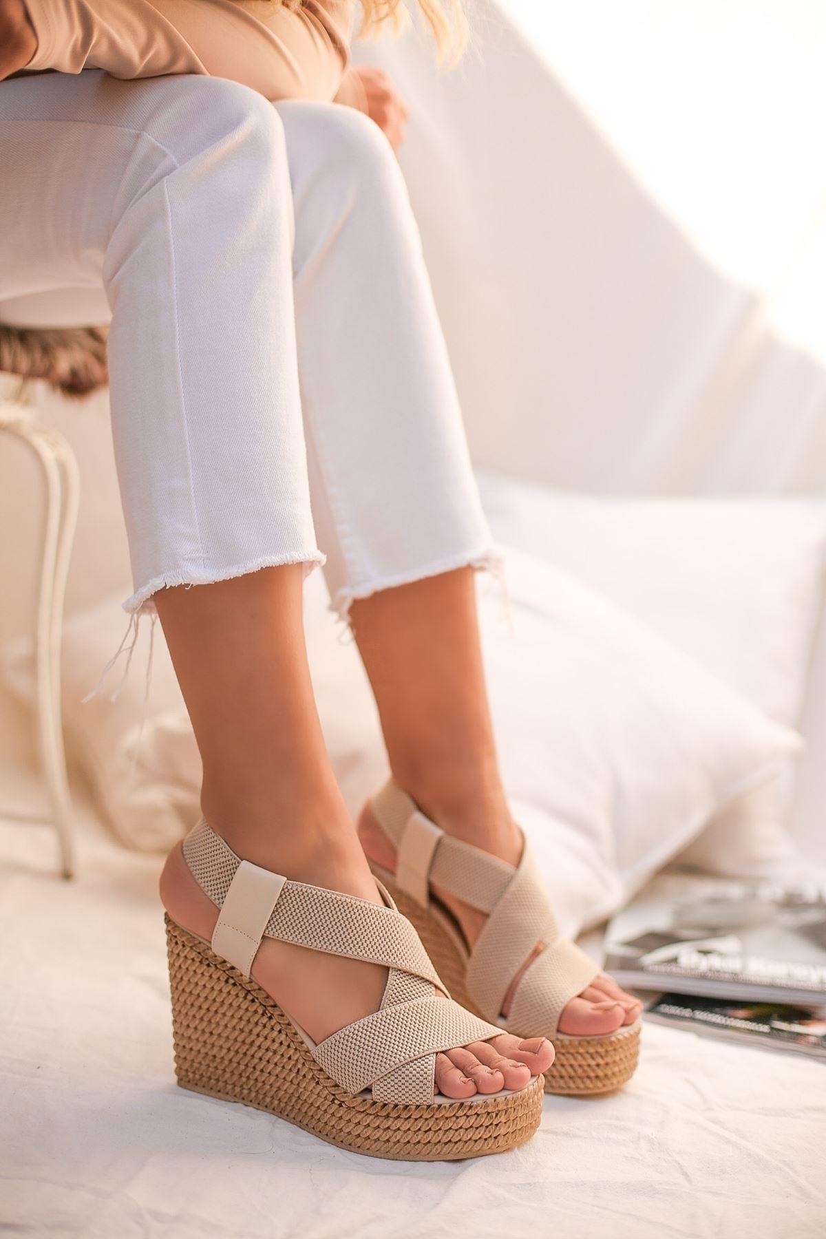 Gulan Krem Çapraz Şerit  Kadın Sandalet