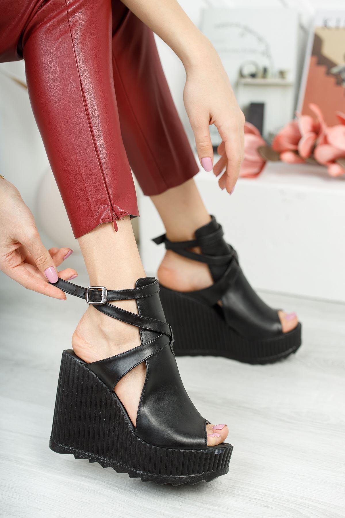 Gemaş Siyah Cilt Platform Topuk Kadın Ayakkabı