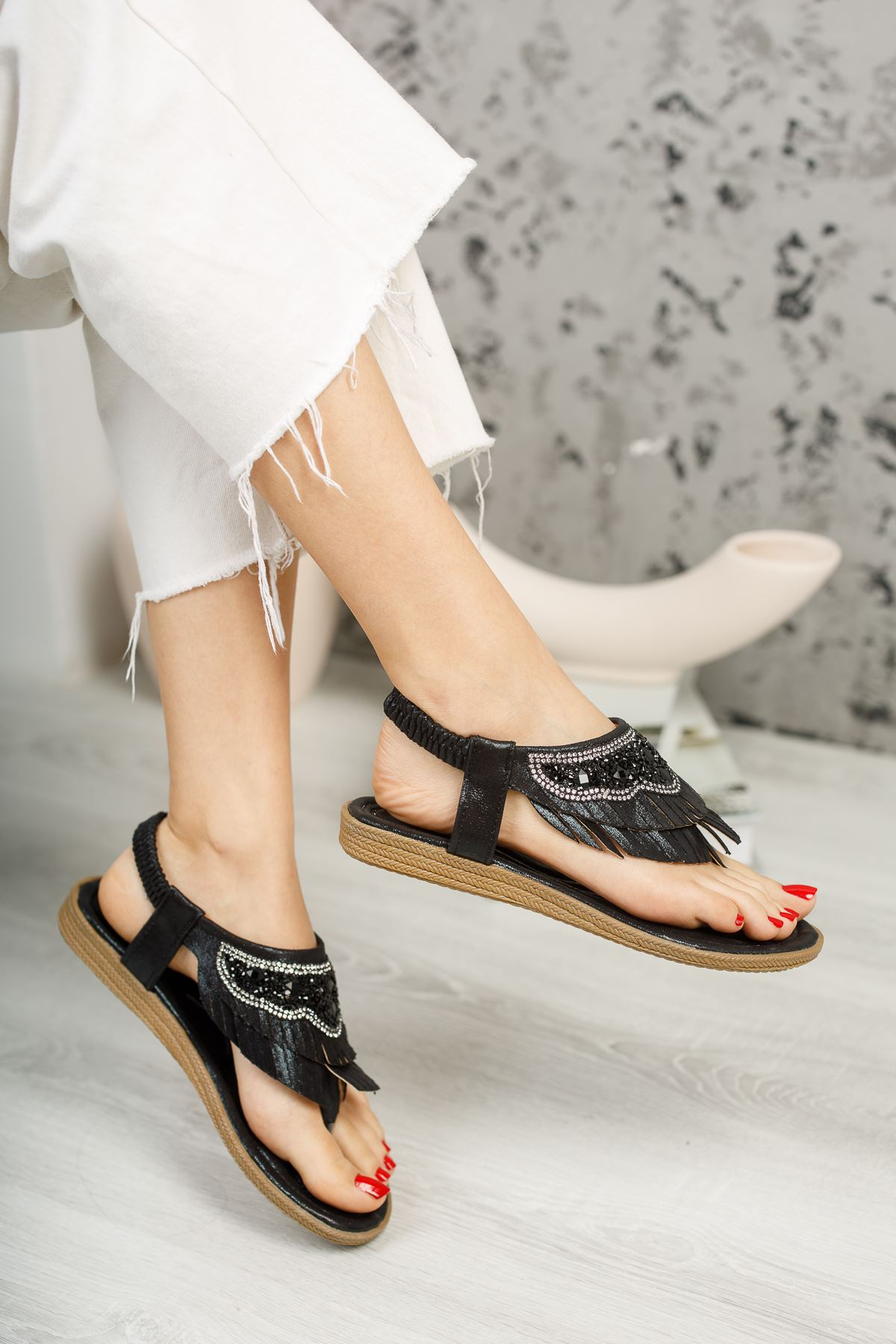 Beybun Siyah Parmak Arası Kadın Sandalet