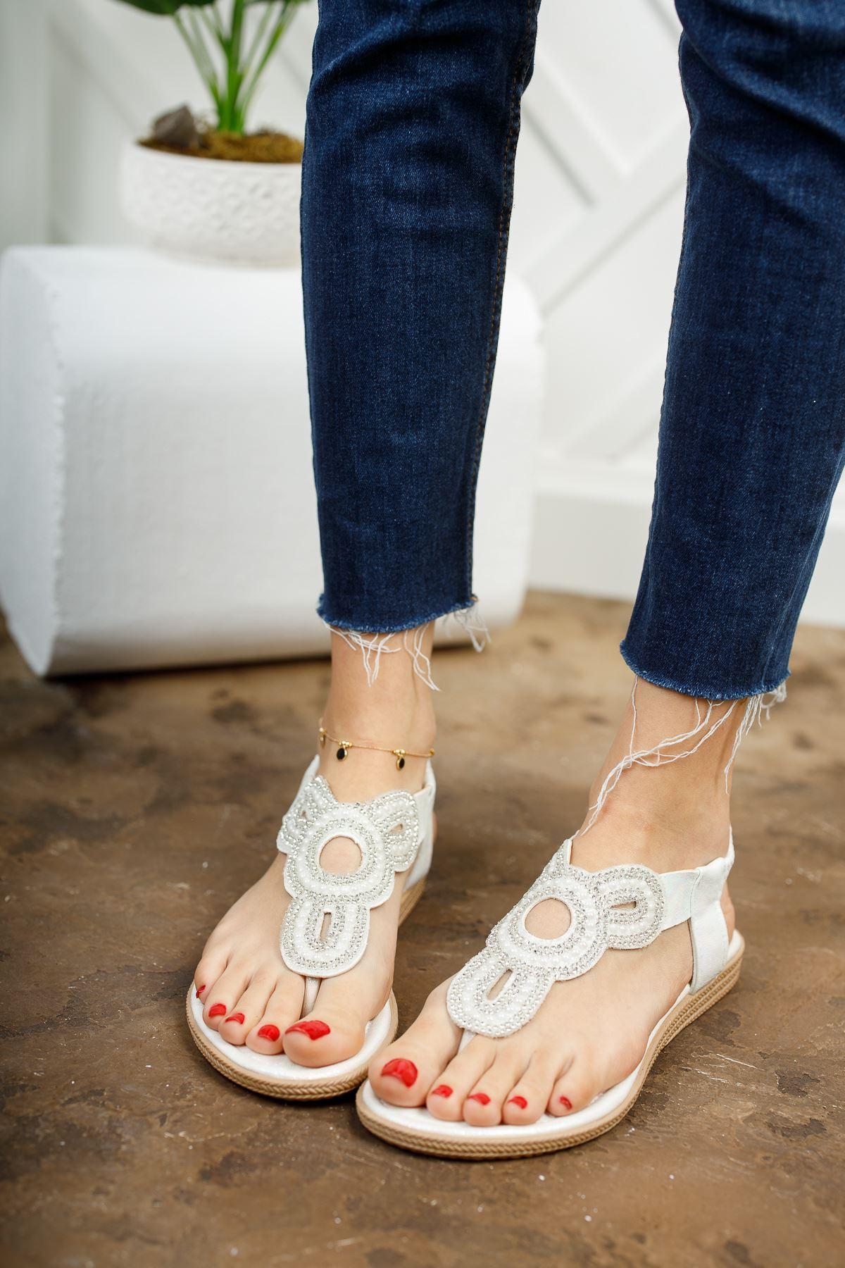 Alda Beyaz Parmak Arası Kadın Sandalet