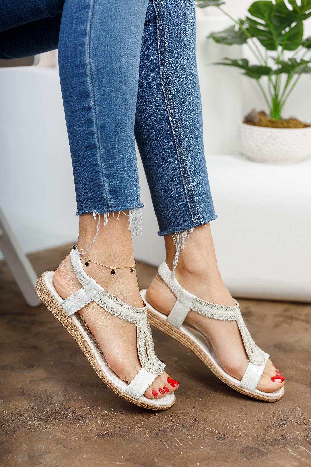 May Beyaz Kadın Sandalet