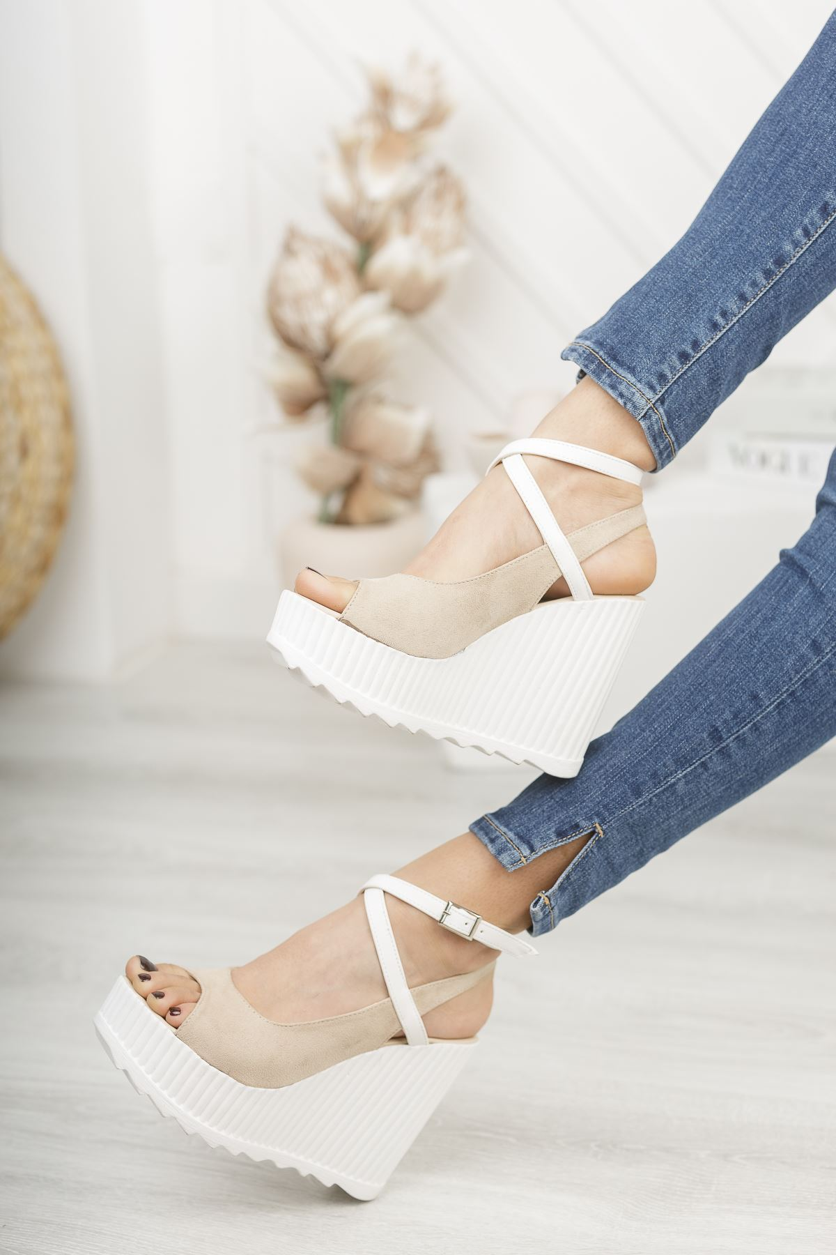 Serkar Süet Vizon Tokalı Platform Kadın Ayakkabı