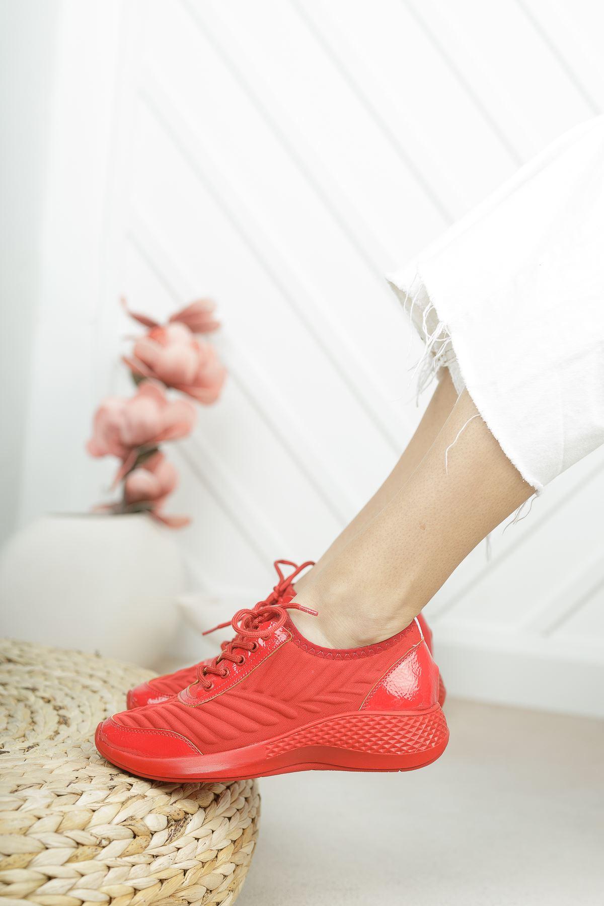 Verda Kırmızı Parlak Bağcıklı Triko Kadın Spor Ayakkabı