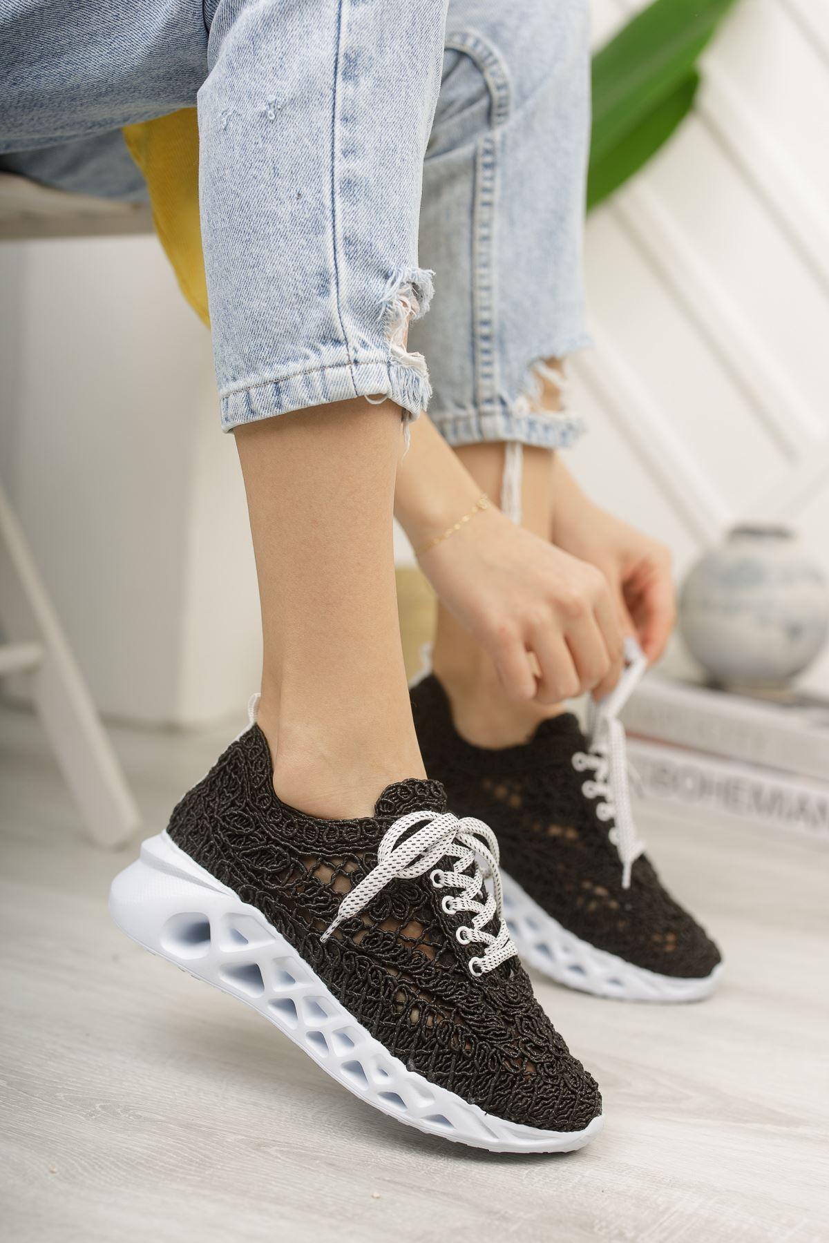 Binevş Siyah Kadın Spor Ayakkabı