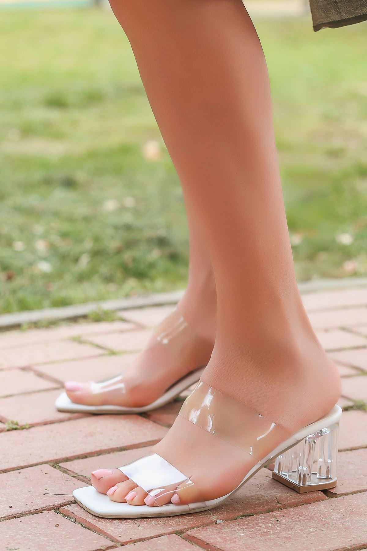 Poppy Beyaz Şeffaf Çift Bantlı Topuklu Kadın Terlik