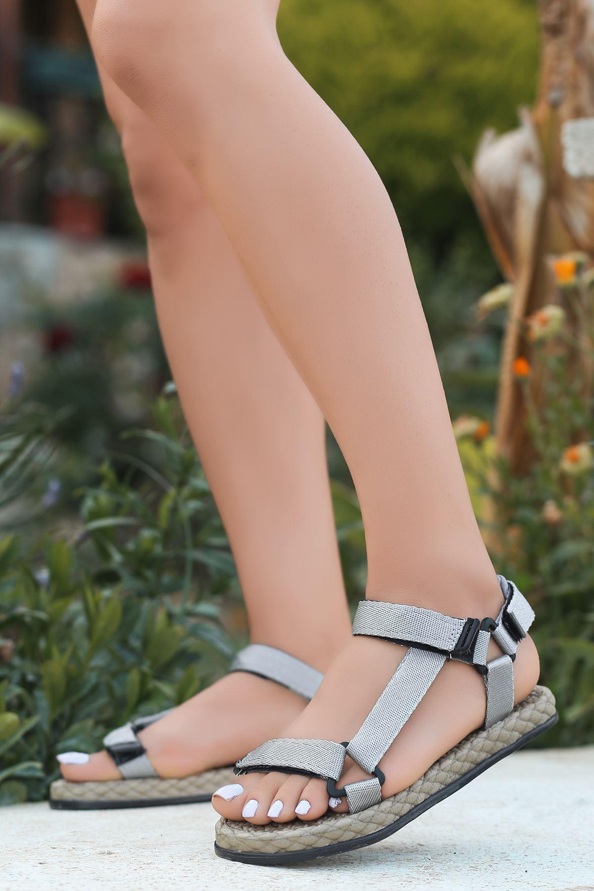 Broom Gri Cırtlı Kadın Sandalet